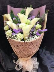 BO012-6枝馬蹄蘭花束