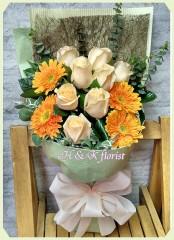 BR015-8枝香繽玫瑰花束