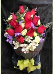 BR019-12枝紅玫瑰花束